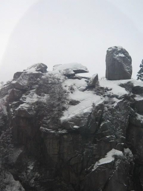 そびえる岩.JPG