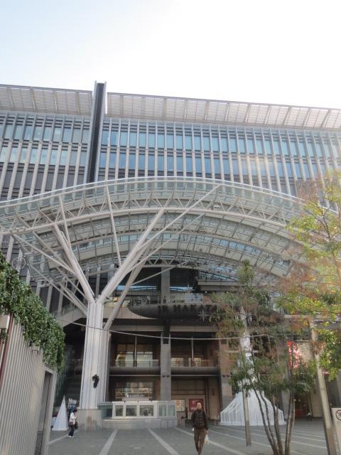 博多駅・阪急1.JPG