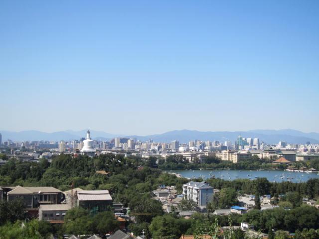 景山から望む街と湖.JPG