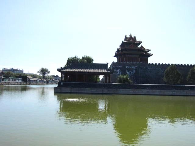 水に映る故宮建物・2.JPG