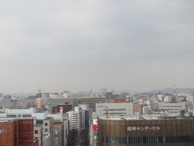 霞む博多の街.JPG
