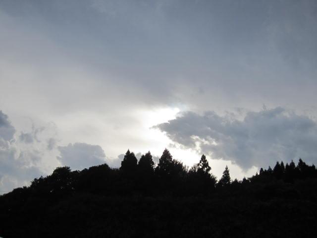 2・車中から見える雨上がり空.JPG