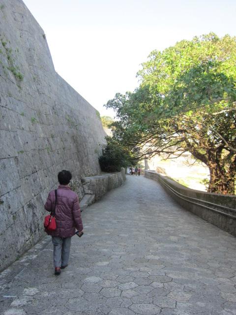 3・首里城城壁と道.JPG