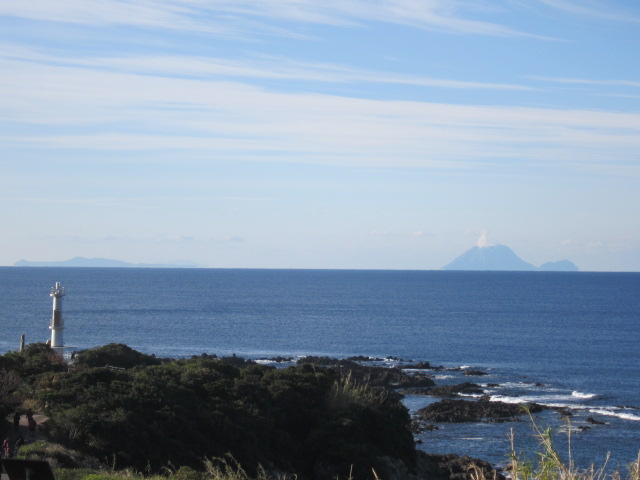 3・長崎鼻灯台と硫黄島2.JPG