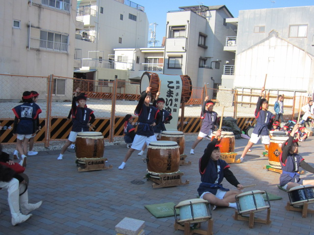 こまいぬ座演奏8.JPG