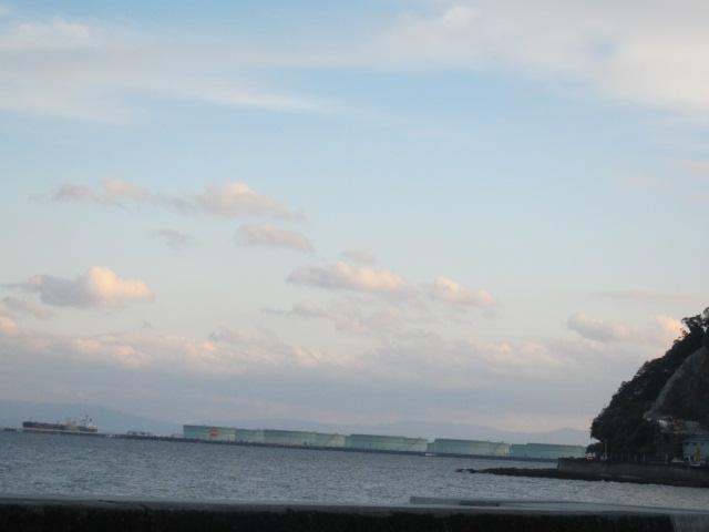 2・海から石油コンビナート2.JPG
