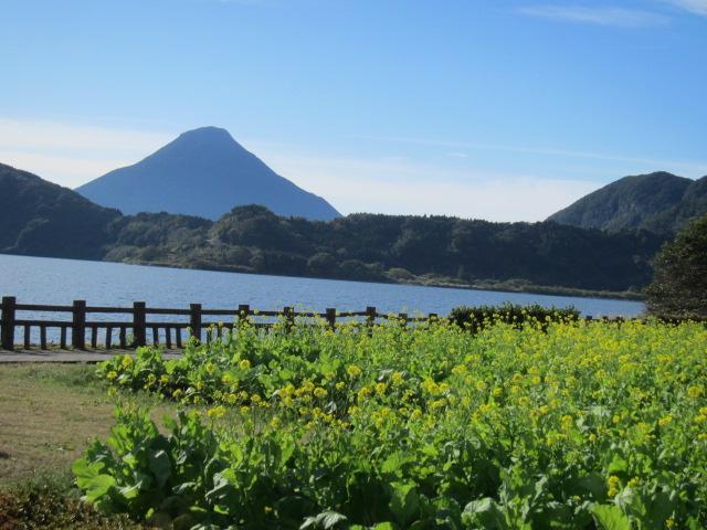 3・池田湖と開聞岳.JPG